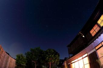 夜の松緑苑もおすすめ。満点の星空の下でナイトウェディングも。